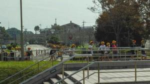 ホールに入場する子供たち20121022@宮崎新富町